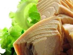 la importancia del pescado azul en la dieta deportiva atun 300x226 - LA IMPORTANCIA DEL PESCADO AZUL PARA LOS DEPORTES DE RESISTENCIA (CICLISMO, TRIATLÓN, RUNNING,...)