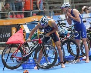 Transiciones triatlon triatlonfit 300x241 - ¿CÓMO MEJORAR LAS TRANSICIONES EN EL TRIATLÓN?