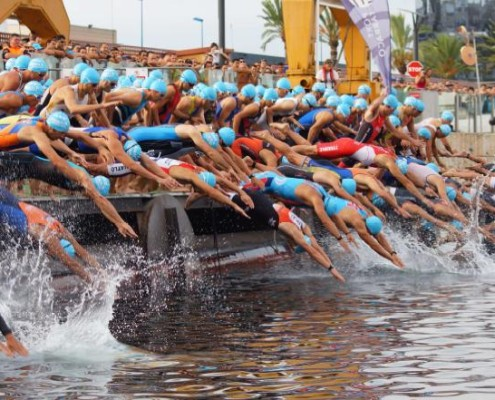 natacion triatlon tarragona 495x400 - NAIRO QUINTA APADRINA NUESTRA NUEVA WEB