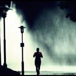 correr noche lluvia 111 150x150 - LEE ESTE POST SÓLO SI TU PROPÓSITO PARA EL 2014 HA SIDO MEJORAR TU RENDIMIENTO