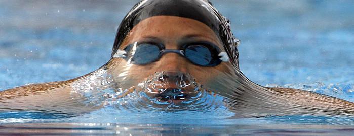 nadar1du1 699x270 - ¿QUÉ HACER PARA QUE NO SE EMPAÑEN TUS GAFAS DE NATACIÓN?