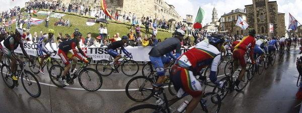 El peloton durante la carrera  54416416054 51351706917 600 226 - RESULTADOS DE LOS DEPORTISTAS DESABI DURANTE EL FIN DE SEMANA
