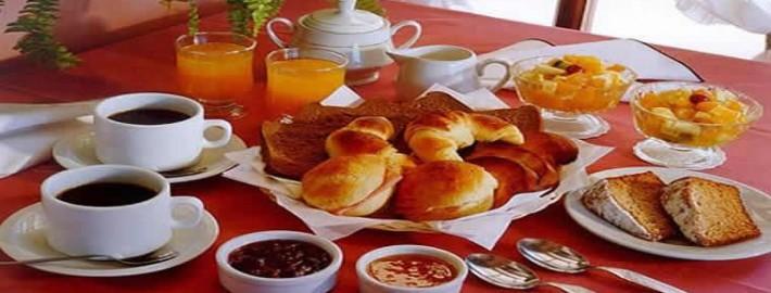 desayunos 710x270 - ¿QUÉ DEBE  DESAYUNAR UN TRIATLETA, CICLISTA O ATLETA?