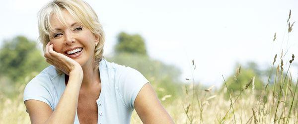 Madura sonriente600 - ¿Cómo reducir los efectos de la menopausia?