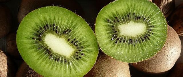 kiwi fruta tropical 640x270 - EL KIWI, LA FRUTA OTOÑAL QUE DEBE DE ACOMPAÑAR TUS ENTRENAMIENTOS DE CICLISMO, TRIATLÓN,...