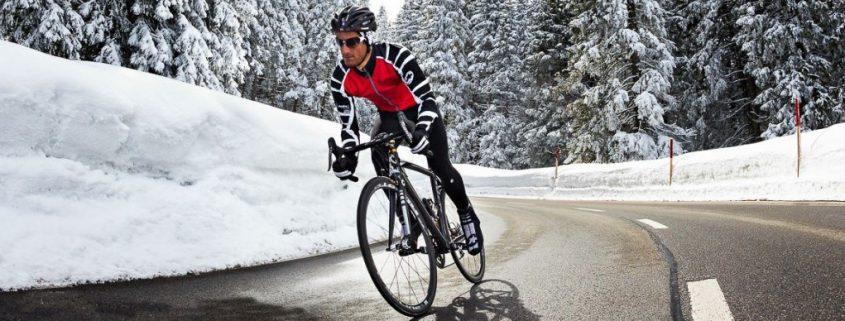 dedos frios ciclismo 1024x545 845x321 - UN FALLO MUY COMÚN EN EL ENTRENAMIENTO DE CICLISMO EN EL INVIERNO