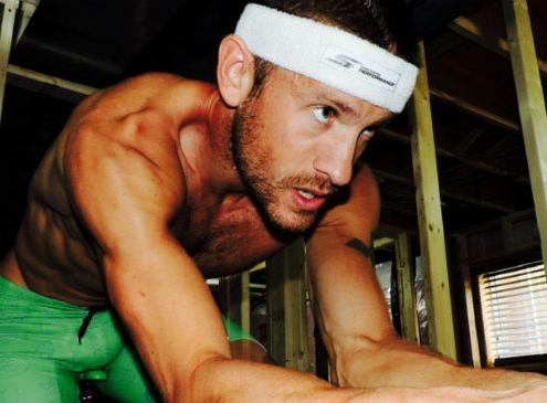 sanders entrenamiento765 495x365 - TERMINÓ EL ESPECTÁCULO!!! LA VUELTA NUNCA FALLA